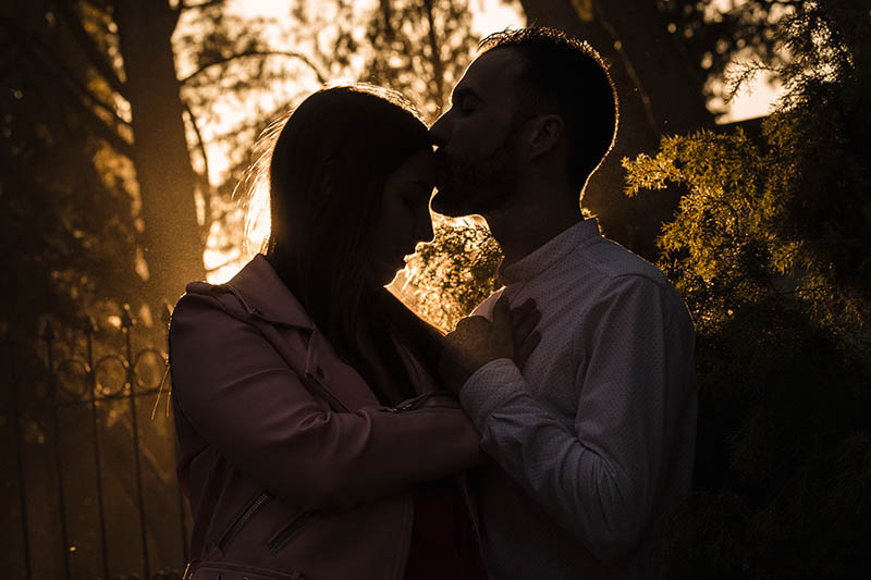 sesion de pareja contraluz